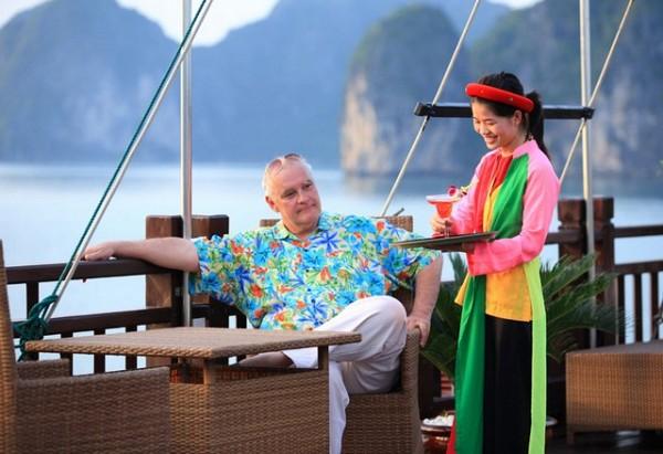 Best Halong Cruises Deals, Bai Tu Long Bay vs Halong Bay